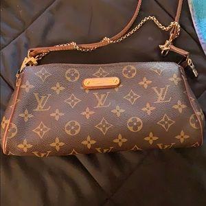 Cross body Louis Vuitton bag